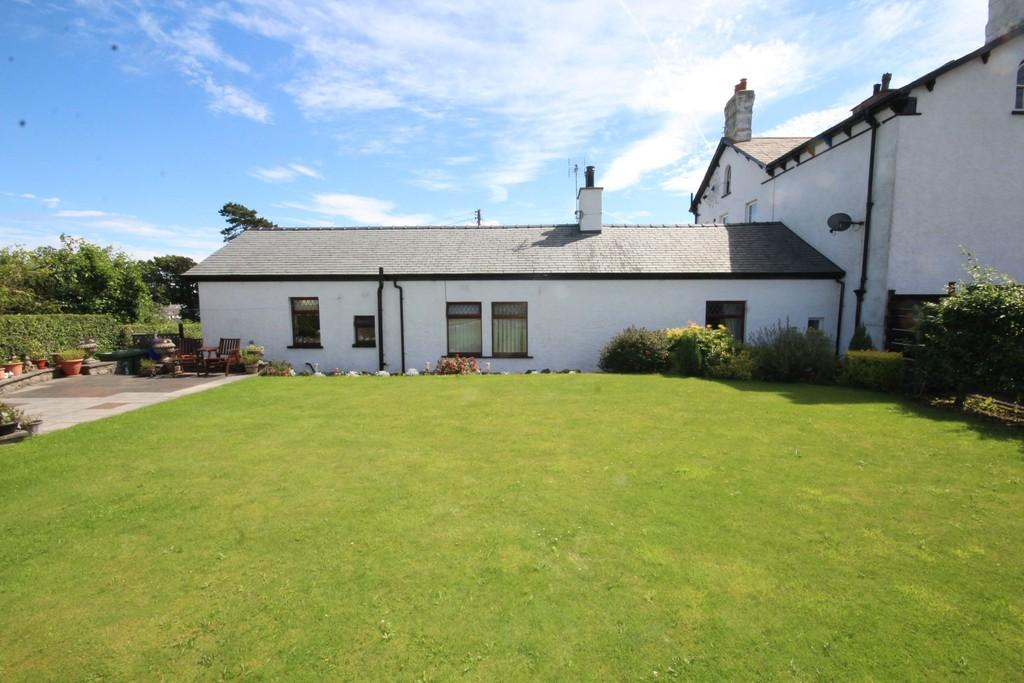 2 Bedrooms Semi Detached Bungalow for sale in Lund Hall, Ulverston