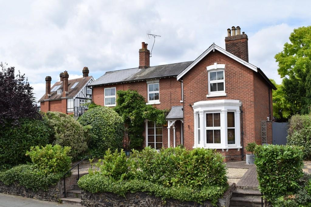 4 Bedrooms Detached House for sale in Maldon Road, Colchester