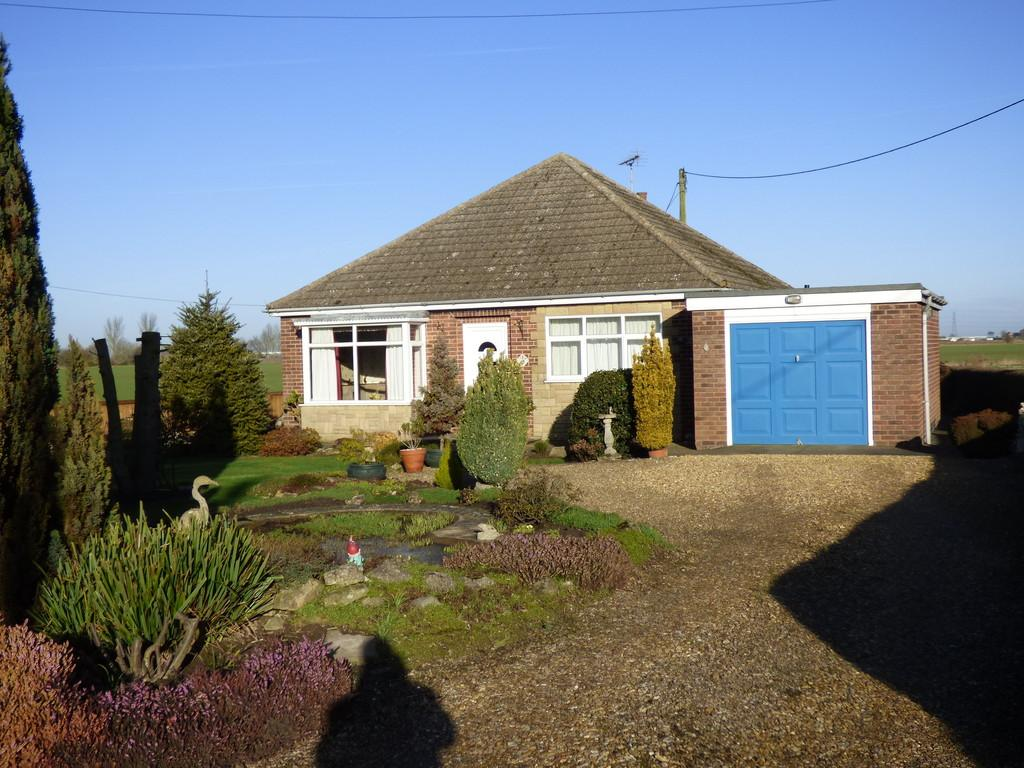 2 Bedrooms Detached Bungalow for sale in Main Road, Quadring