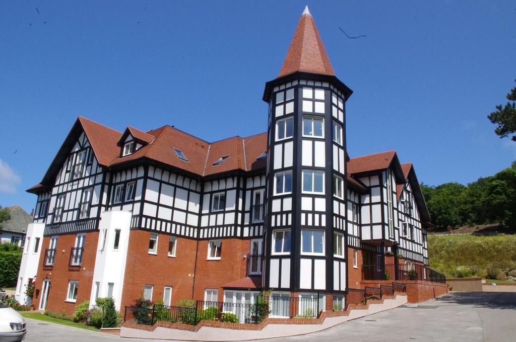 2 Bedrooms Apartment Flat for sale in Bryn Y Bia Heights, Llandudno