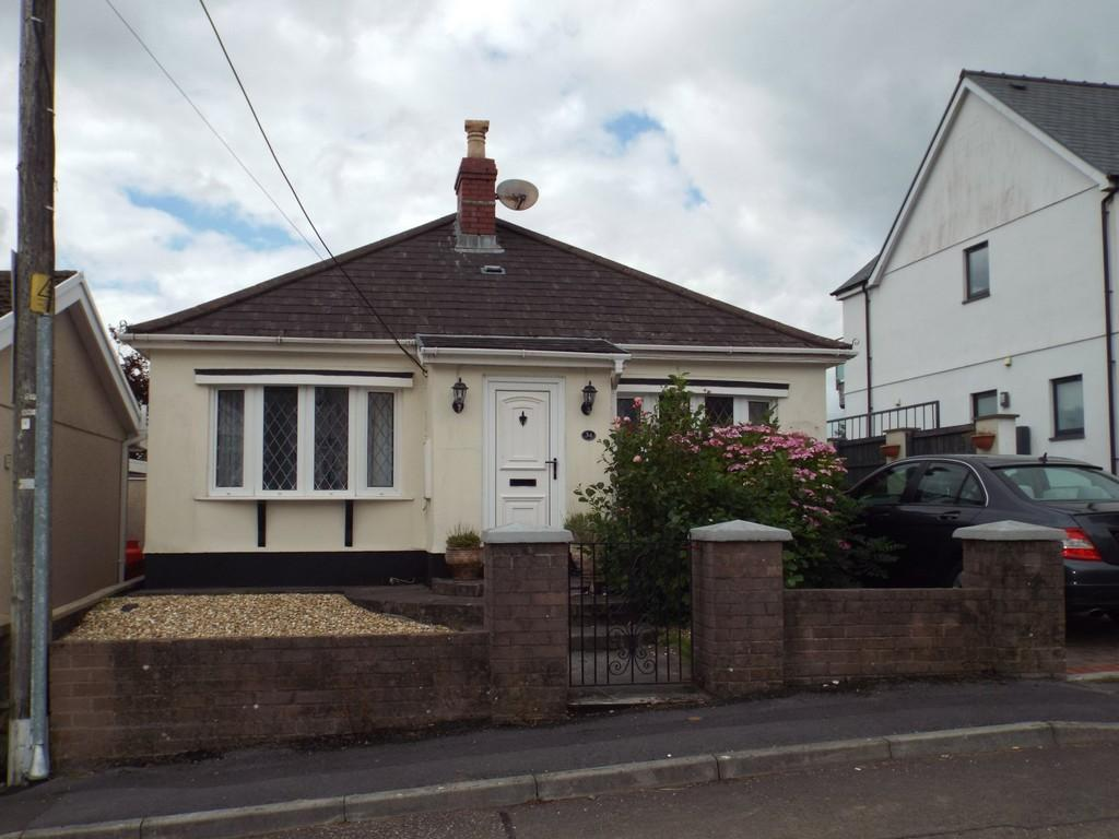 2 Bedrooms Detached Bungalow for sale in Heol Rhosybonwen, Cefneithin