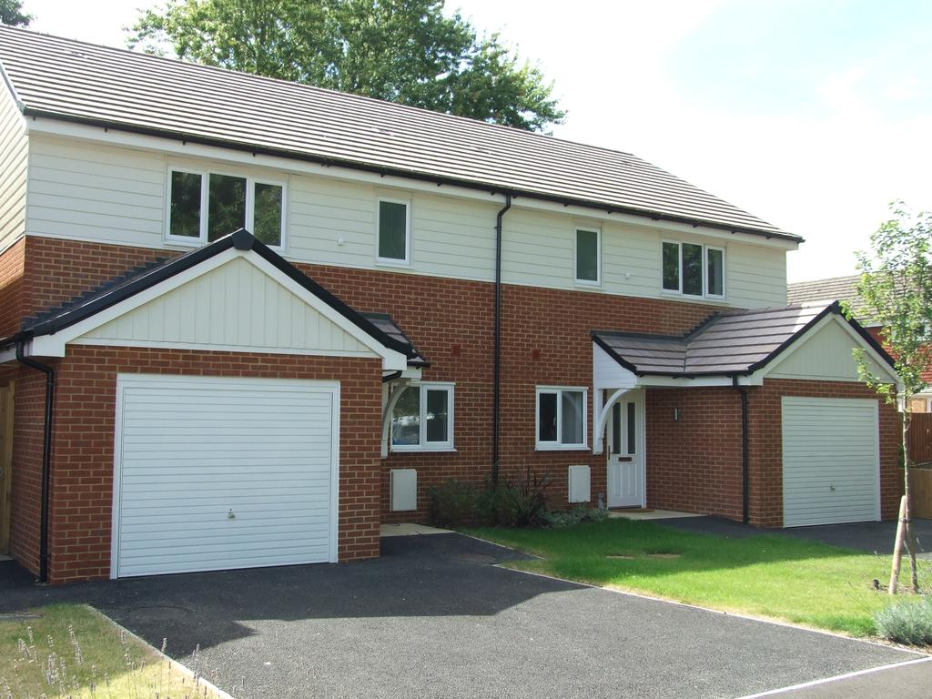 3 Bedrooms Semi Detached House for sale in Reed Way, Windsor