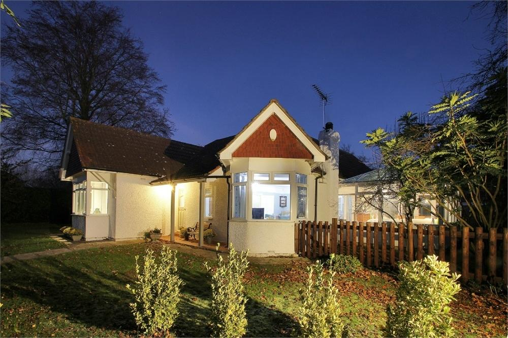 3 Bedrooms Detached Bungalow for sale in Fairlight Cross, New Barn