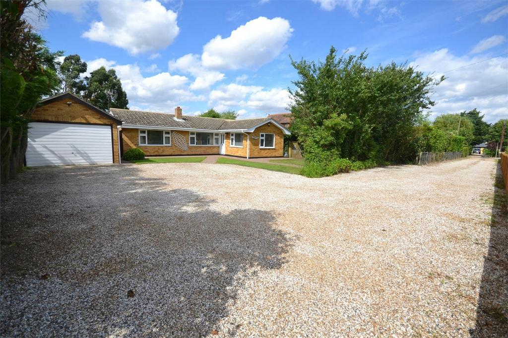 3 Bedrooms Detached Bungalow for sale in Maldon Road, Latchingdon, Chelmsford, Essex