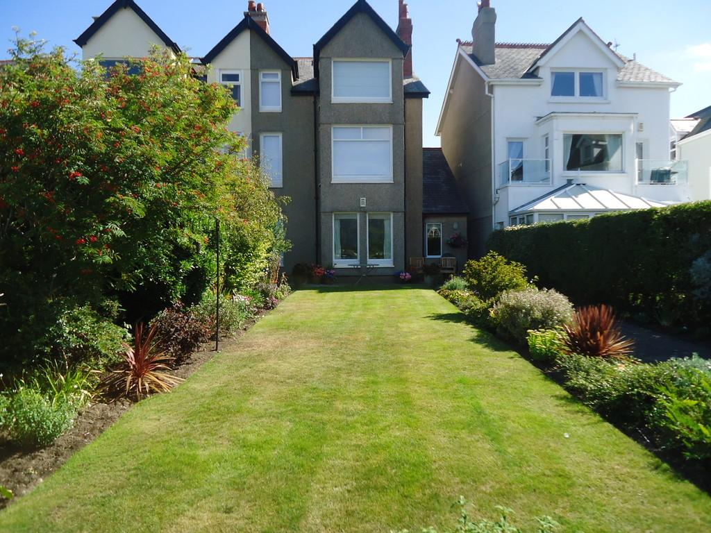 2 Bedrooms Apartment Flat for sale in Marine Crescent, Deganwy