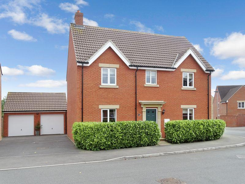 4 Bedrooms Detached House for sale in Nightingale Close, Melksham