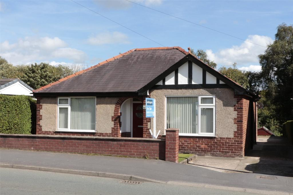 3 Bedrooms Detached Bungalow for sale in Mold Road, Cefn Y Bedd, Wrexham, LL12