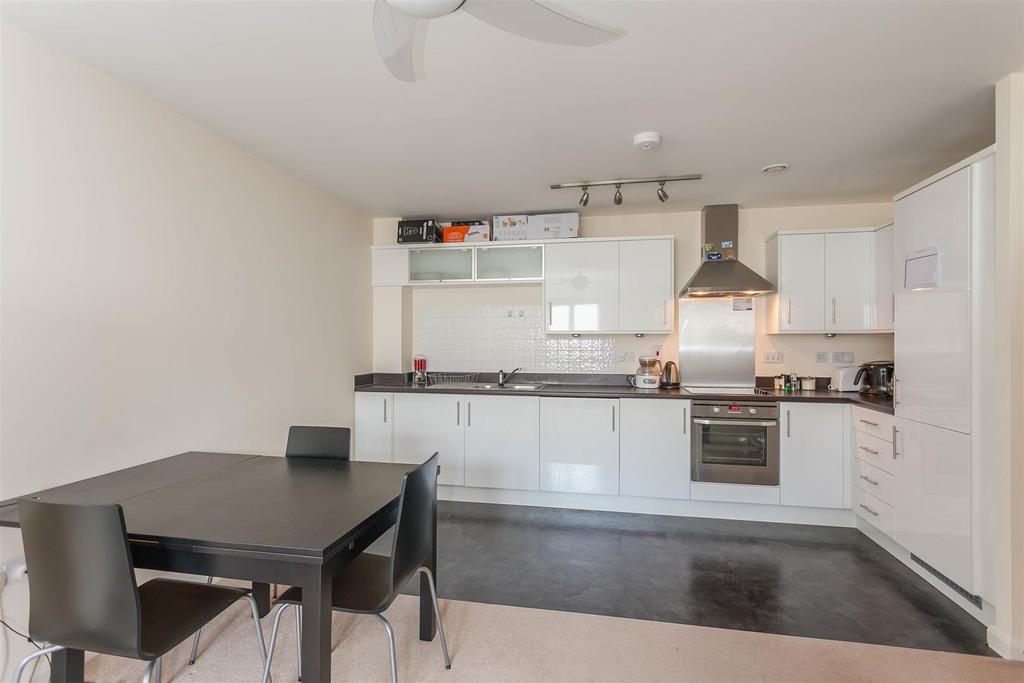 2 Bedrooms Apartment Flat for sale in Marriotts Walk, Witney