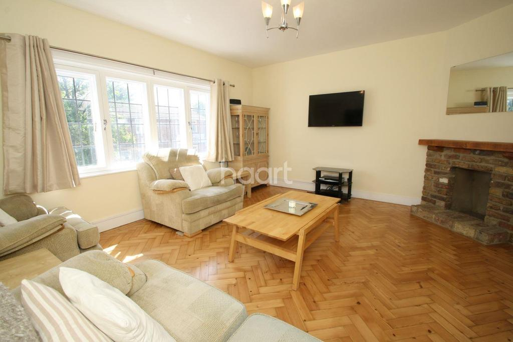 3 Bedrooms Maisonette Flat for sale in Balgores Square, Gidea Park