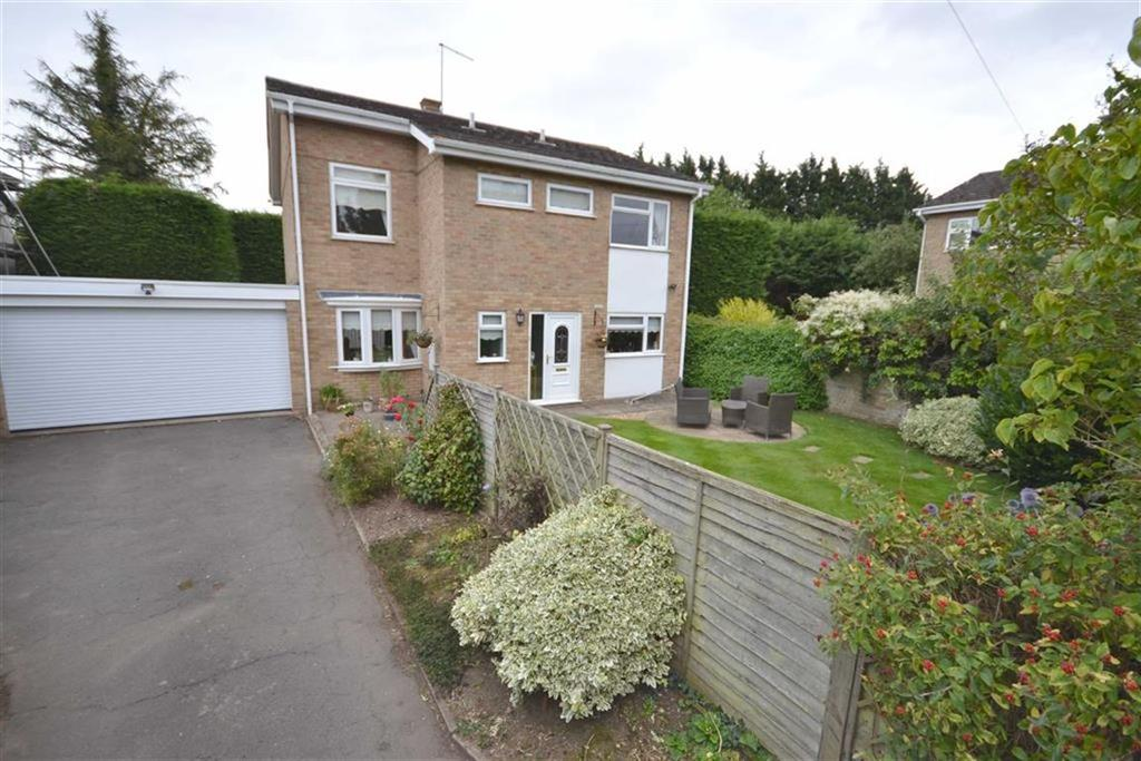 4 Bedrooms Detached House for sale in Wellingborough Road, Isham