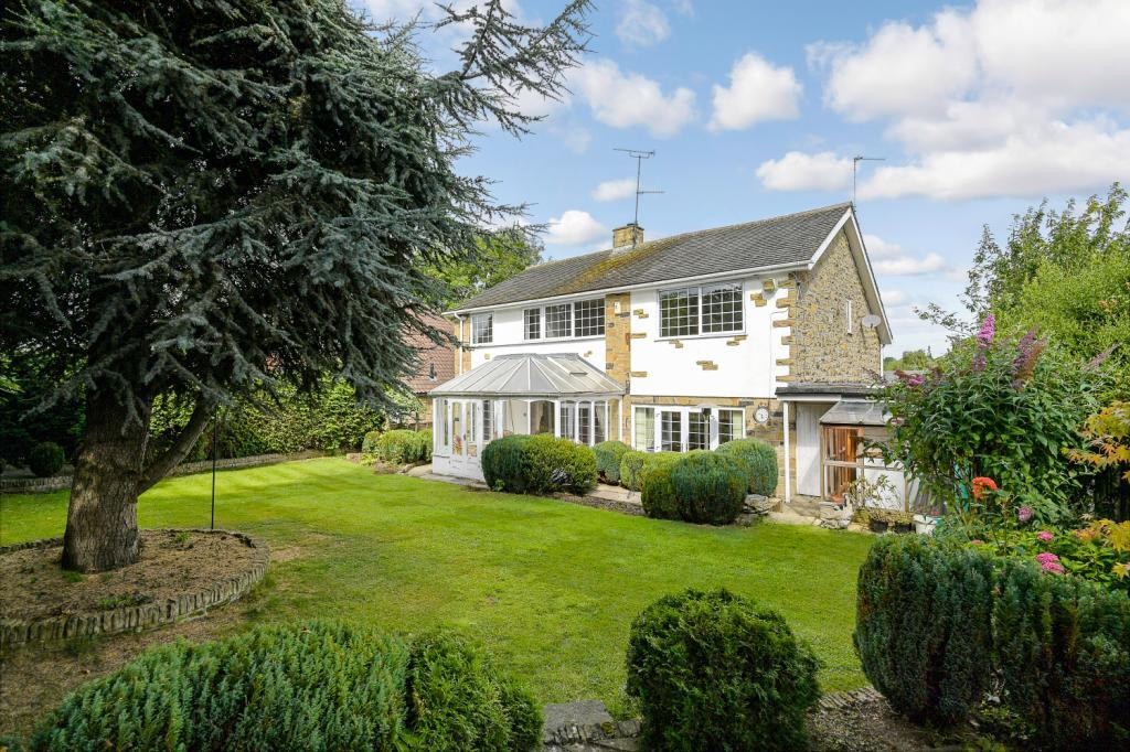 5 Bedrooms Detached House for sale in School Lane, Collingham, Wetherby, West Yorkshire