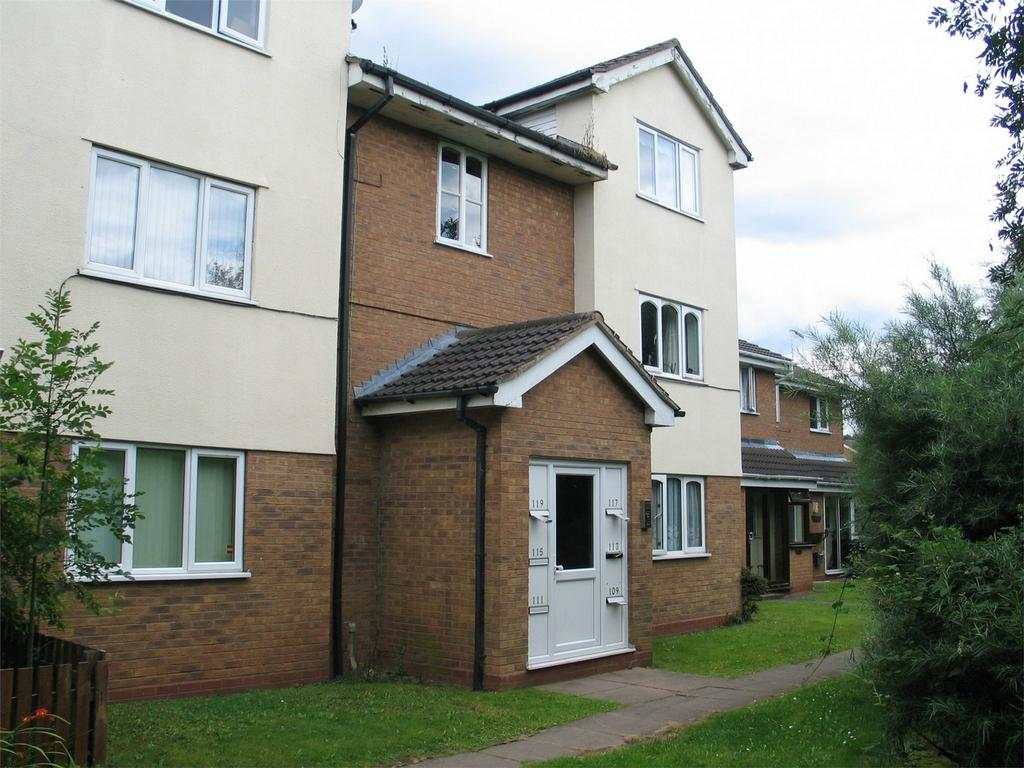 1 Bedroom Flat for sale in Foxdale Drive, BRIERLEY HILL, West Midlands