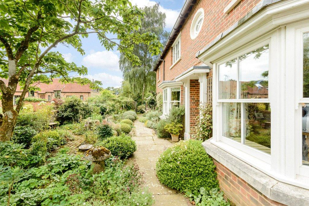 4 Bedrooms Detached House for sale in Upper Wield, Alresford, Hampshire, SO24