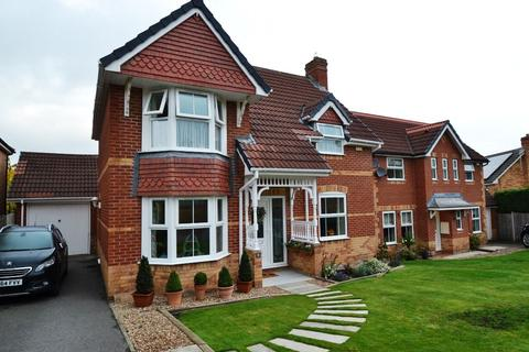 3 bedroom detached house for sale - Near Crook, Thackley,