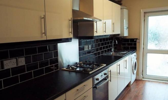 6 Bedrooms House Share