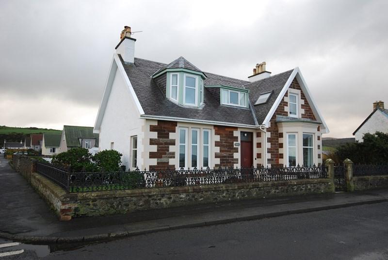 4 Bedrooms Detached House for sale in 40 Foreland, Ballantrae, Girvan, KA26 0NQ