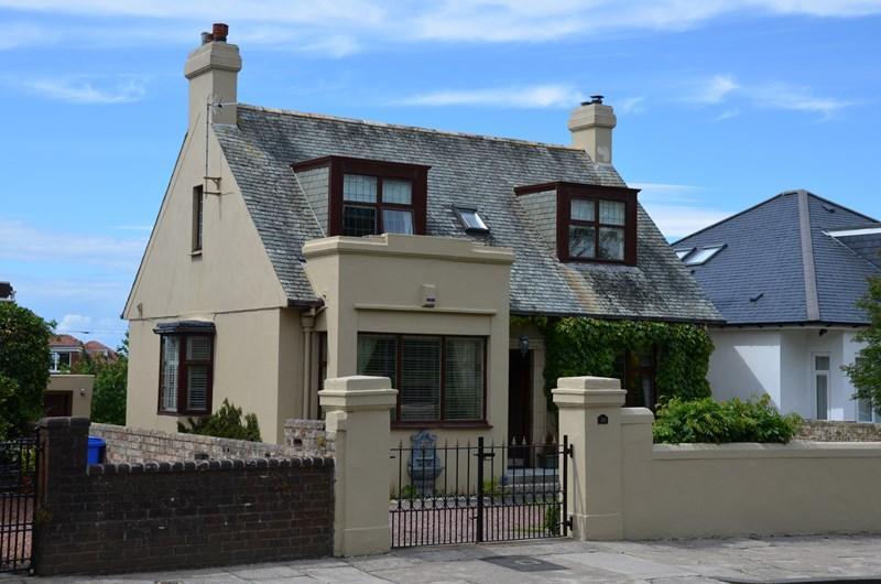 4 Bedrooms Detached House for sale in 38 Doonfoot Road, Ayr, KA7 4DN