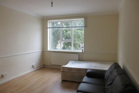 4 bedroom flat to rent - Walk House, Mile End Road, Stepney E1