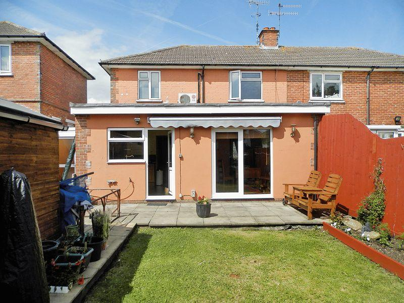 3 Bedrooms Semi Detached House for sale in Upper Brighton Road, Lancing