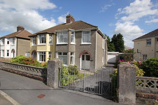 3 Bedrooms Semi Detached House for sale in Millbrook Crescent, Carmarthen, Carmarthenshire
