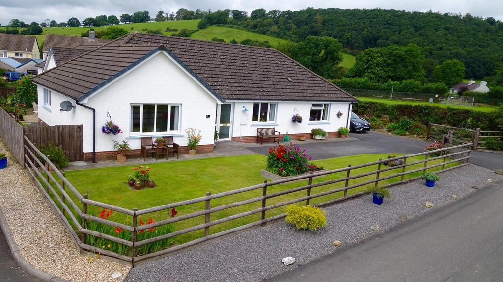 4 Bedrooms Bungalow for sale in Parc Annell, Crugybar, Llanwrda
