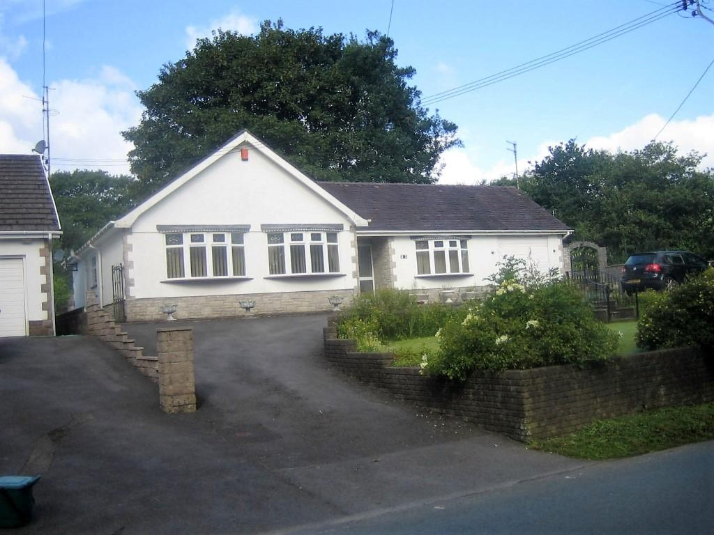 3 Bedrooms Bungalow for sale in Heol Y Parc, Hendy