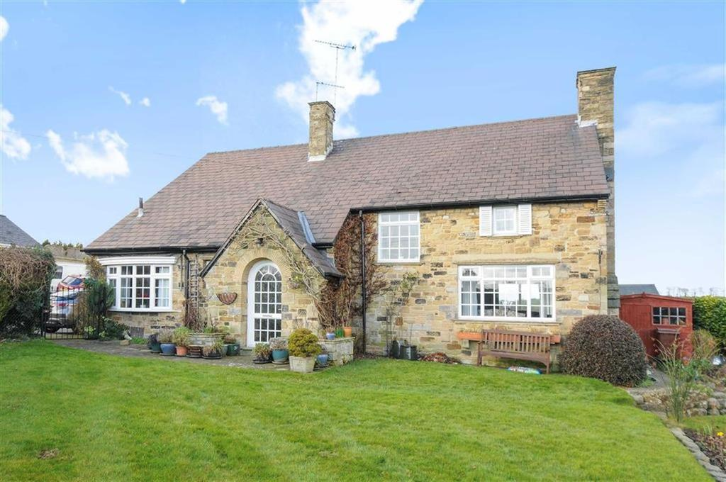 4 Bedrooms Detached House for sale in Harewood Road, Collingham, LS22