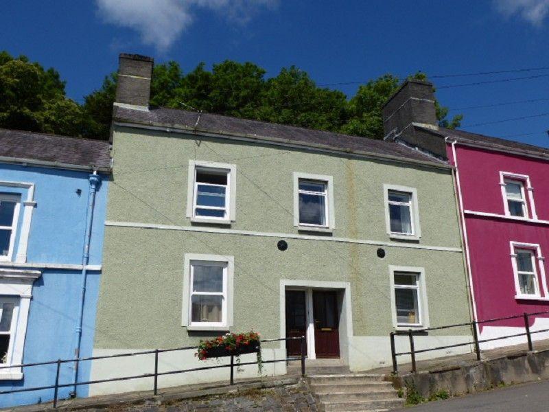 3 Bedrooms Terraced House for sale in Bridge Street, Llandeilo, Carmarthenshire.