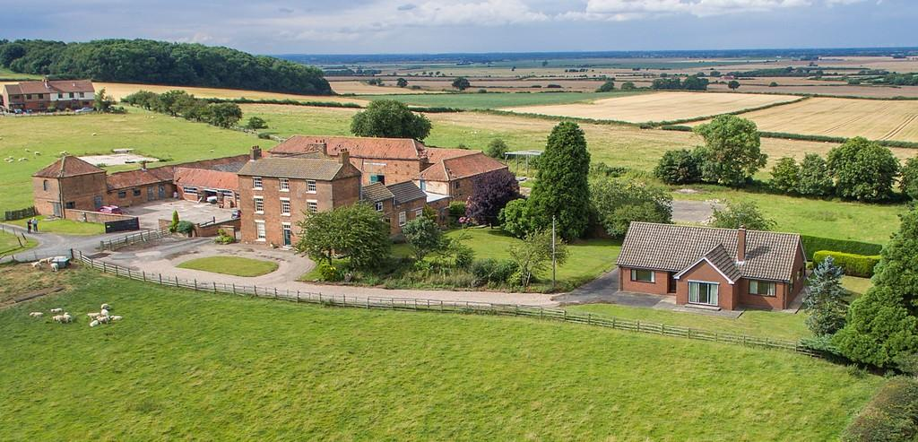 6 Bedrooms Farm House Character Property for sale in Gringley Grange Grange Bungalow, Gringley on the Hill, South Yorkshire
