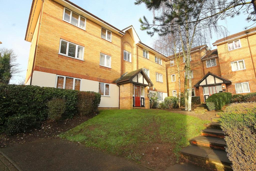 1 Bedroom Flat for sale in Centre Drive, Epping, CM16