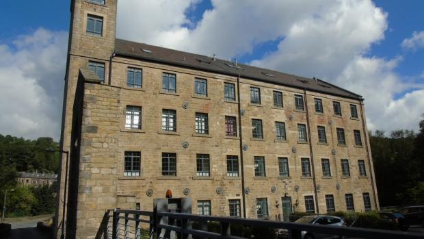 2 Bedrooms Apartment Flat for sale in Woodhouse Mill Todmorden