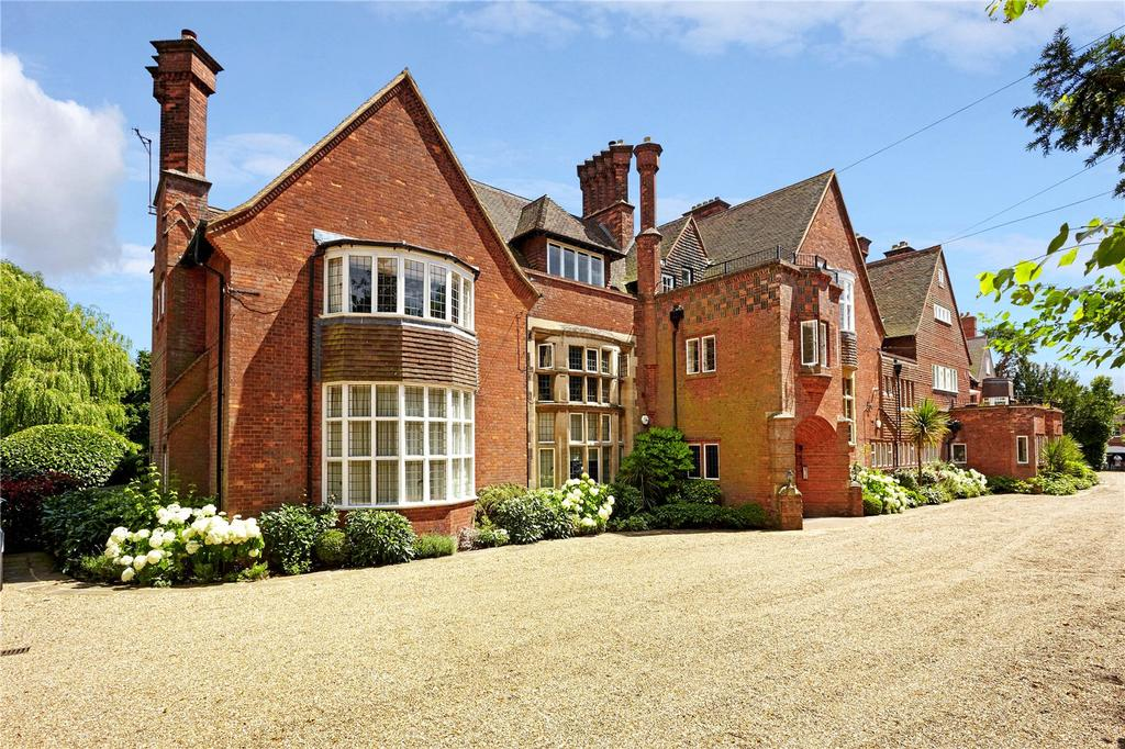 4 Bedrooms Flat for sale in Mapleton House, Mapleton Road, Four Elms, Edenbridge, TN8