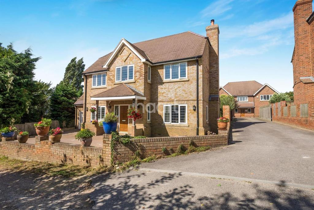 6 Bedrooms Detached House for sale in Chequers Road