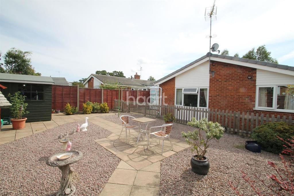 3 Bedrooms Bungalow for sale in Sandringham Close, Ipswich, IP2