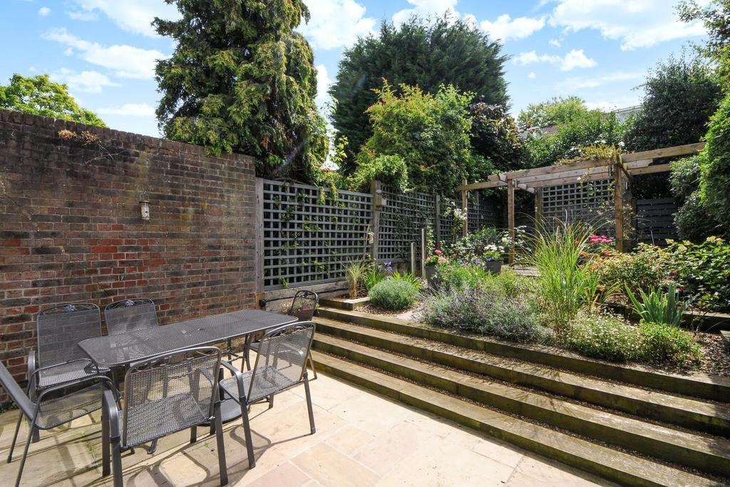 4 Bedrooms Terraced House for sale in Little Bornes, Dulwich, SE21