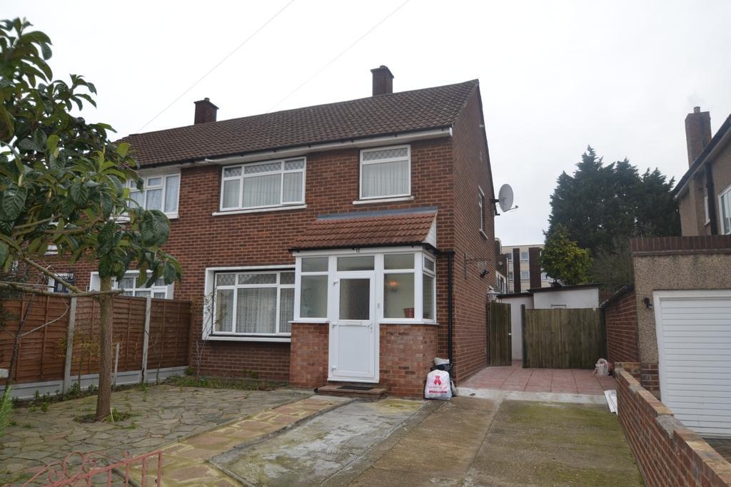 3 Bedrooms Semi Detached House for sale in Galsworthy Crescent, Merriman Road Kidbrooke SE3