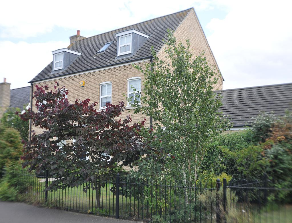5 Bedrooms Detached House for sale in Peterborough PE2