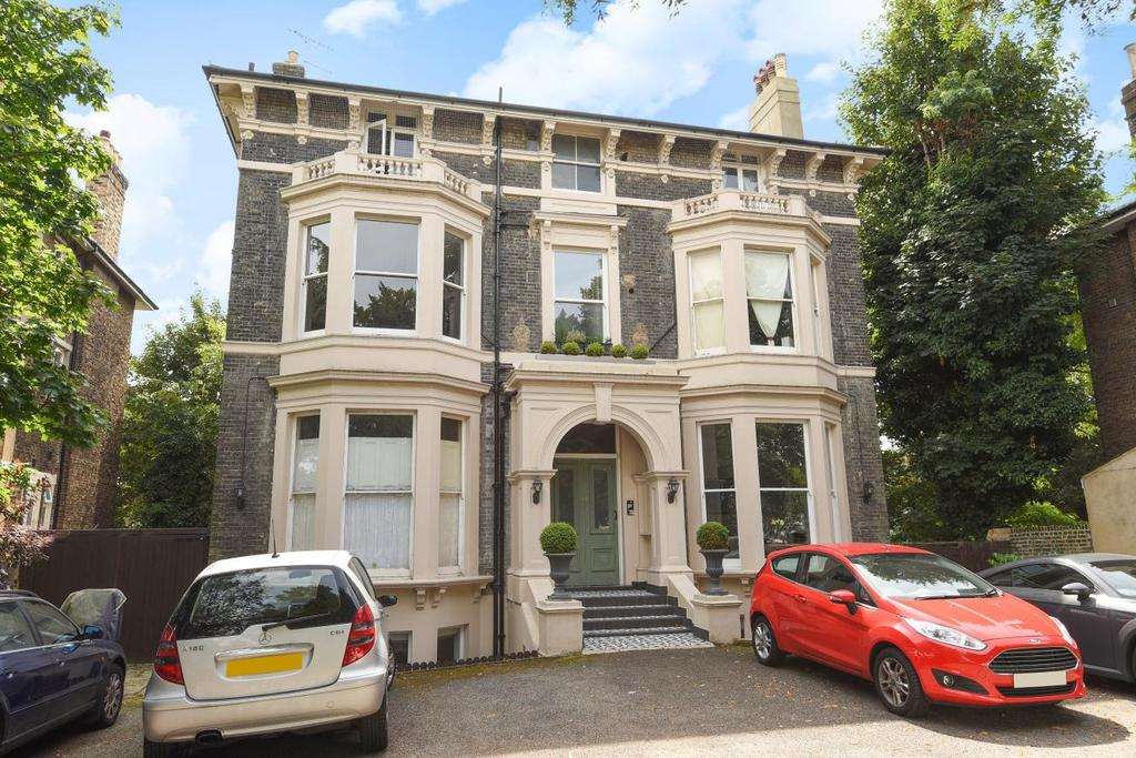 3 Bedrooms Flat for sale in Shooters Hill Road, Blackheath