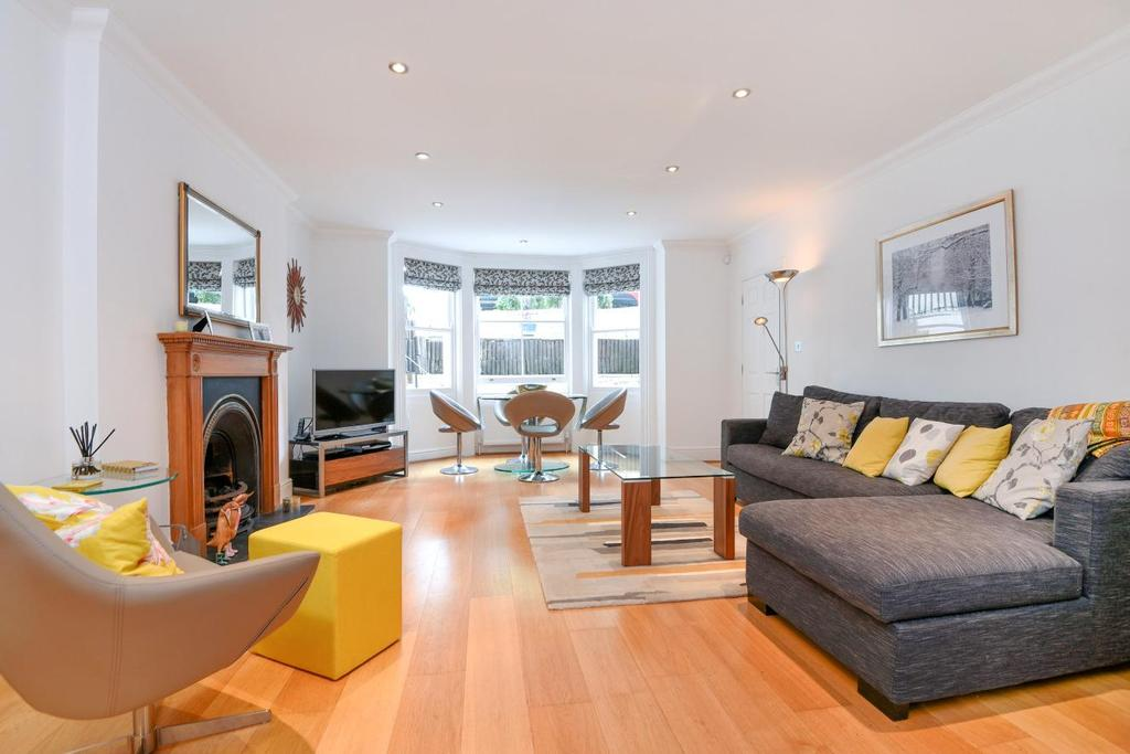3 Bedrooms Flat for sale in Shooters Hill Road, Blackheath, SE3