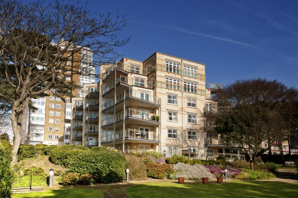 2 Bedrooms Flat for sale in West Cliff Road, Bournemouth, Dorset, BH2