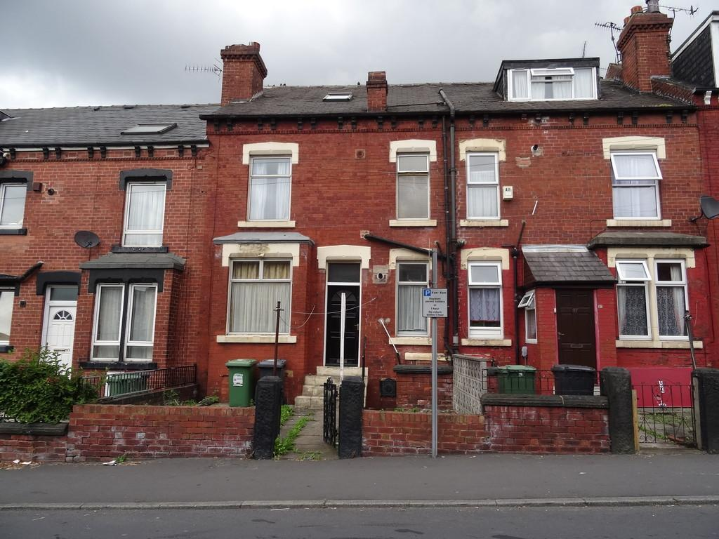 2 Bedrooms Terraced House for sale in Bayswater Road - Harehills