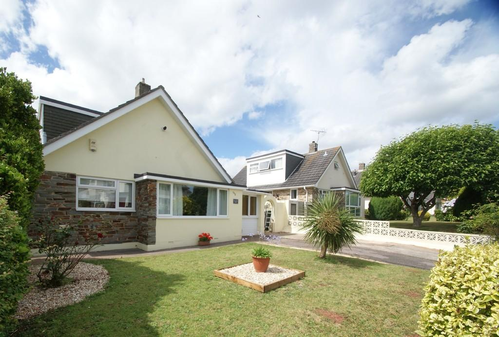 3 Bedrooms Detached Bungalow for sale in Queensway | Chelston | Torquay