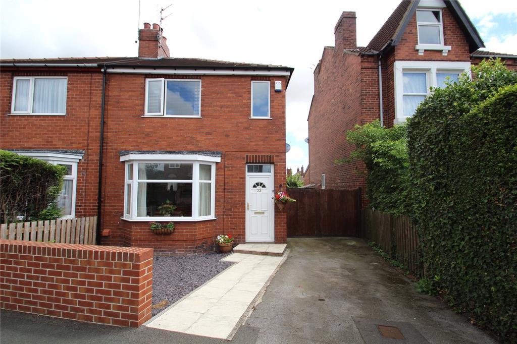 2 Bedrooms Semi Detached House for sale in Love Lane, Pontefract, West Yorkshire, WF8