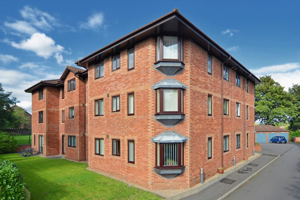 2 Bedrooms Flat for sale in Priory Road, Kenilworth