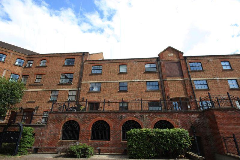 2 Bedrooms Apartment Flat for sale in Whitefriars Wharf, Tonbridge