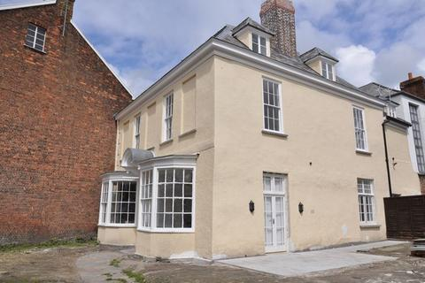 2 bedroom apartment to rent - First Floor Flat, The Priory, Barnstaple