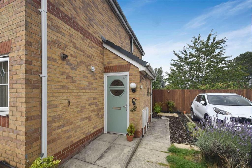 2 Bedrooms Apartment Flat for sale in Hinchley Way, Swinton