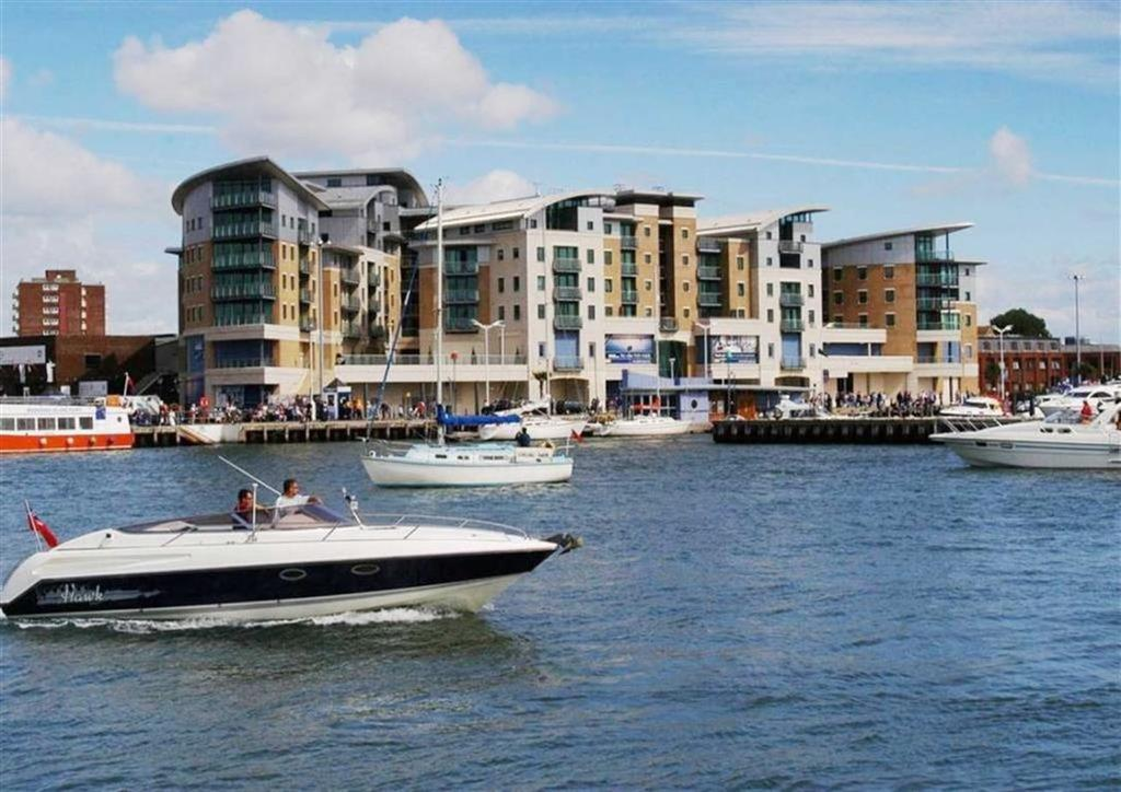 2 Bedrooms Flat for sale in Dolphin Quays, Poole, Dorset