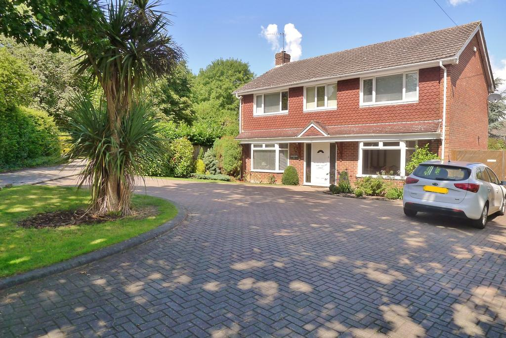 4 Bedrooms Detached House for sale in BLACKBROOK HOUSE DRIVE, FAREHAM