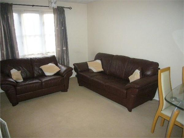 2 Bedrooms Flat for sale in Badminton House, Anglian Close, WATFORD, Hertfordshire